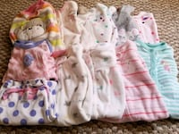 Size 3 months. There are 9 pajamas, 2 gerber gowns Spencer