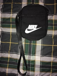 Nike bag mint $20 Burnaby, V5C 2V5