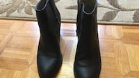 pair of black chelsea boots Springfield, 22153
