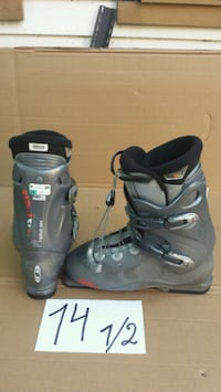 pair of gray-and-black snowboard boots Laval, H7W 3C5