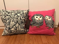 2 feather pillows Tampa, 33607