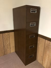 File cabinet 5 drawer metal (includes >$20 of hanging file folders)