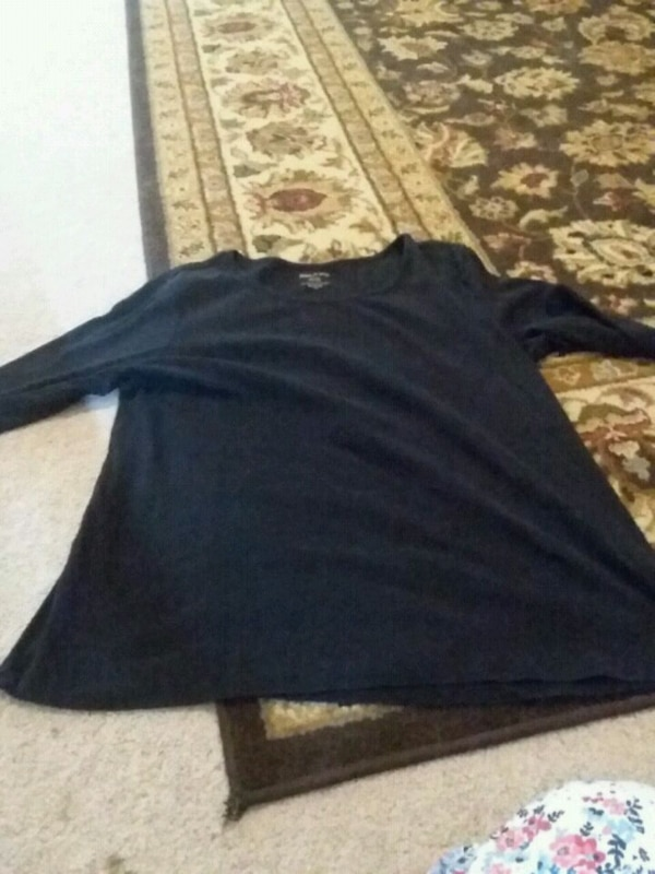 a4503f1921cfb Used black crew-neck long-sleeved shirt for sale - letgo