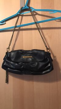 black leather 2-way handbag Montréal, H3N 2P1