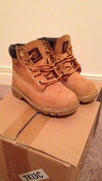 pair of brown Timberland work boots Calgary, T2E 6H3