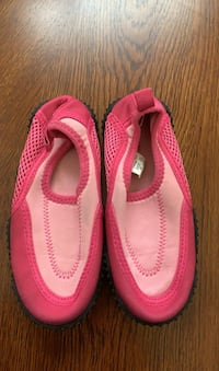 Water shoes size 10 Beaumont, 92223