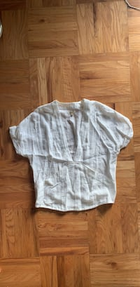 Size small white linen like top  Vancouver, V6K 1Y4