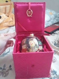 snowman themed christmas bauble in pink box 安大略省, M3C 3Z6