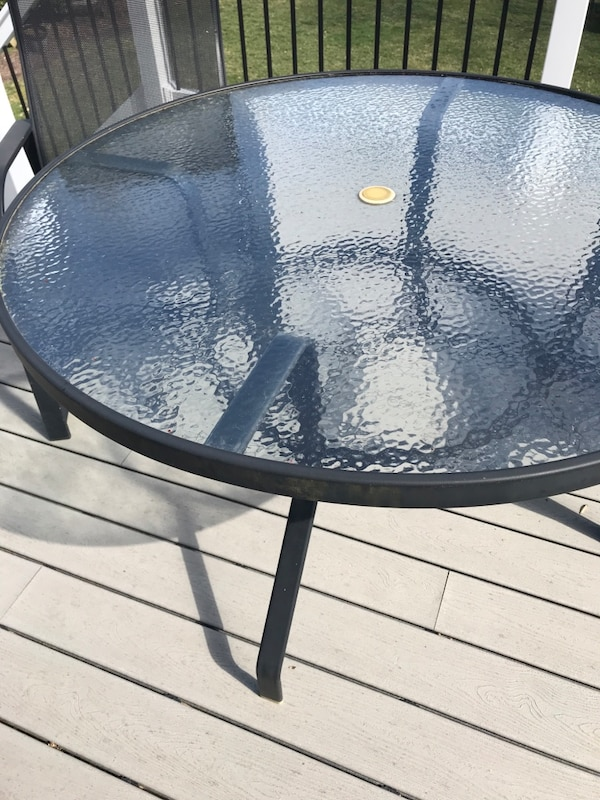 Patio table and 2 chairs 62fd765b-c872-469d-8e7c-cc84455bf961
