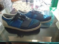 pair of blue-and-white low top sneakers Vancouver, V5N 4J1