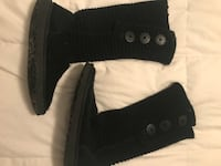 black knitted boots