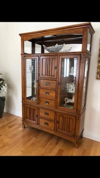 Moving sale ( Hutch) Beaconsfield, H9W