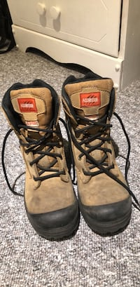 Women's 6.5 steel - toed (approved) boots - worn for 3 months. Toronto, M5N 2M7