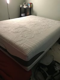 Queen size iComfort Temperpedic mattress and boxspring Palmdale, 93550