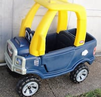 Little Tikes .. Cozy Truck .. with opening Door .. Tailgate that opens with Storage space .. cup holders .. Horn that beeps .. gas cap opens .. handle at back of roof for parent to help push .. ages 2 -5. Pre-owned with normal wear.. there are some scratc Bristol, 19007