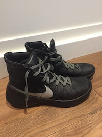 Men's hyperdunk basketball shoes size 9.5 London, N6M 0E5