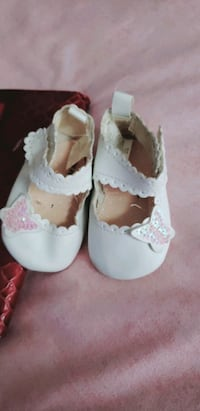 Baby girl's shoes Shelburne, L0N 1S4