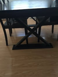 Solid wood dining table and chairs - Dark brown Toronto, M1P 1A9