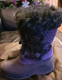 ***ALMOST NEW*** GIRLS ARCTIC BOOTS 539 km