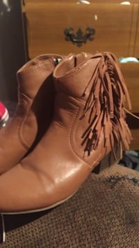 boots  size6 Barstow, 92311