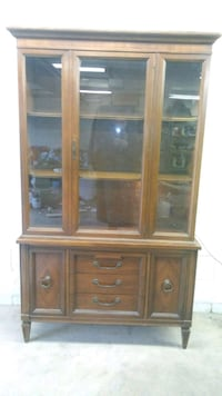 2 piece china cabinet Hyattsville, 20781
