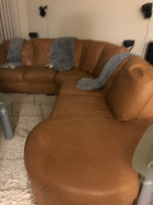 Sectional couch(Pure leather) 0afe8060-0420-4c59-bc21-a16790e7ce7f