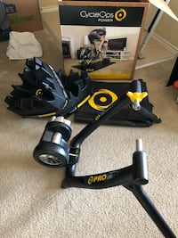 Cycle Ops Pro Series Fluid Trainer. With 2 climbing blocks and mat. Used 1x. Newark, 19711