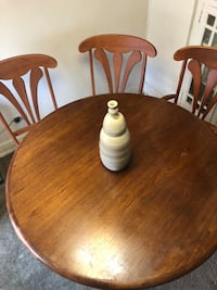 Brown wooden dining table and chairs Detroit, 48202