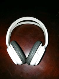 White and grey art and sound headphones Las Vegas, 89101