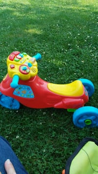 toddler's red and blue ride on toy Eaton, 45320