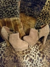 Luichiny Beige Size 8M Platform Stiletto Heels New Never Worn W/O Box! Omaha, 68106