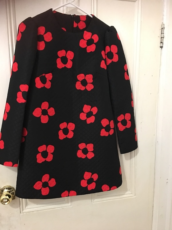 Black and red long sleeves jacket