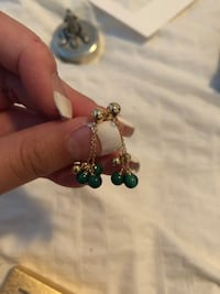 Assorted gold and pearl earrings  North Vancouver, V7L 3A6