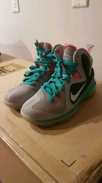 pair of gray-and-green Nike basketball shoes Brampton, L6X 0J8