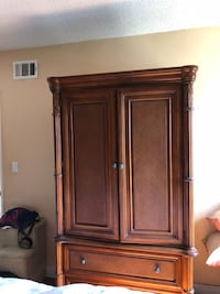 Brown wooden cabinet with drawer Long Beach, 90804