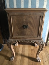 Antique end table Point Pleasant, 08742
