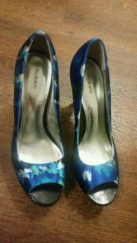 pair of blue leather heeled shoes 508 km