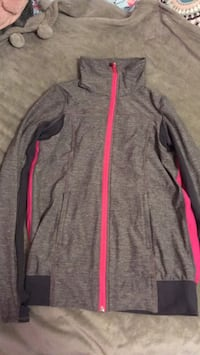 lulu lemon sweater Port Hope, L1A 4K5