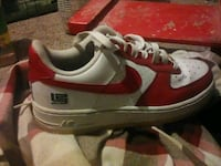 Nike red and white  Des Moines, 50320