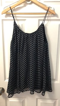 Size small polka dots top Mississauga, L4Y