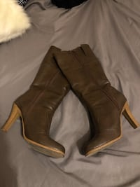 Woman's Brown Leather Boots - Le Chateau - Size 8 Stoney Creek, L8G 3N7