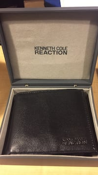 Black kenneth cole reaction leather bifold wallet with box Baltimore, 21224