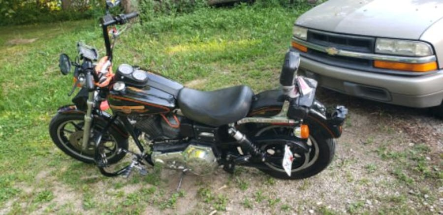 1993 Dyna low Rider. Only thing changed are the Bars.. in great shape! 22d3e11d-f915-4d6f-8d8f-5bab925db6f4