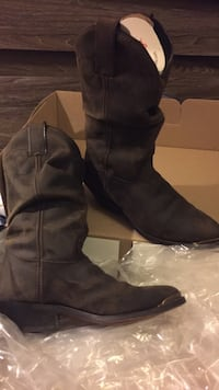 Women's brown cowboy boots sz 8.5. Still new in box. Wore once Anchorage, 99507