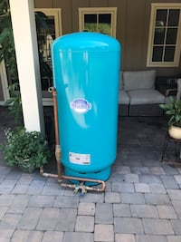 Well tank, all the info on the label shown on the picture.Price is negotiable Greenville, 19807