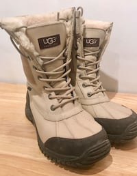 UGGS size 8 - perfect condition Longueuil