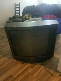 black CRT TV with remote Salaberry-de-Valleyfield, J6S 6B4