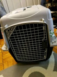 "Small dog/cat travel crate 28""x20.50x21.50   Silver Spring, 20910"