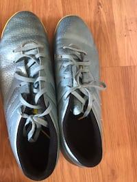 pair of gray low-top sneakers Markham, L3P 0W7