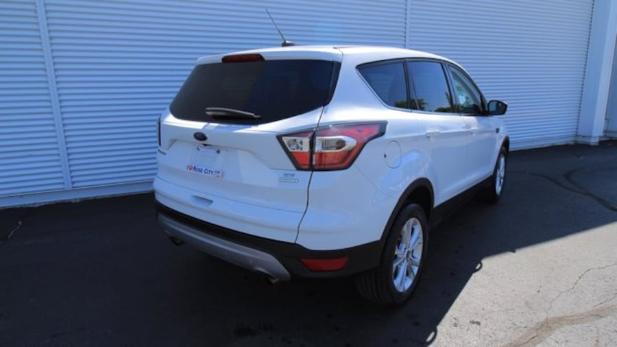 2017 Ford Escape SE / ACCIDENT FREE / BACK UP CAM / HEATED SEATS / 2c0fe691-08ff-491d-8df8-ceee71563022